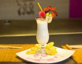 Банановый коктейль с фисташками фото