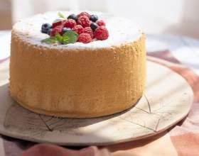 Бисквитный пирог с сухофруктами фото