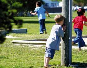 Чему учит ребенка игра в прятки фото