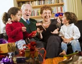 Что подарить дедушке на день рождения: оригинальные идеи подарков фото