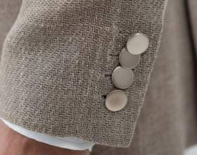 Для чего на рукавах пиджака пришивают пуговицы фото