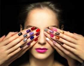 Допустимо ли красить ногти разными цветами фото