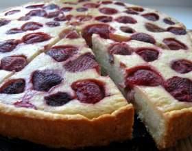 Готовим пирог с замороженной клубникой фото