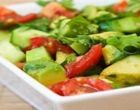 Готовим весенний салат из авокадо и сельдерея фото