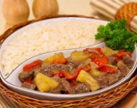 Говядина с ананасами и болгарским перцем фото