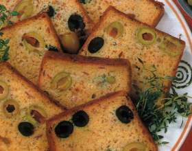 Хлеб по-итальянски с оливками и маслинами в хлебопечке фото