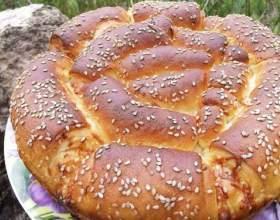 Итальянский хлеб с пармезаном и травами фото