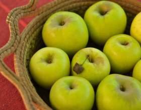 Как давать ребенку яблоко фото