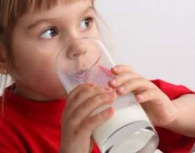 Как давать ребенку коровье молоко фото