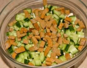 Как делать салат с сухариками фото