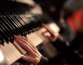 """Как играть """"елочку"""" на пианино фото"""