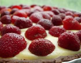 Как испечь клубничный пирог с заварным кремом фото
