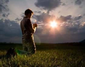 Как молиться на коленях фото