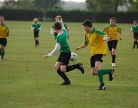 Как научить играть в футбол фото