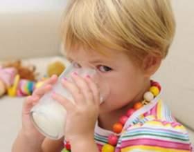 Как научить ребенка пить из чашки фото