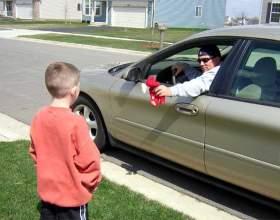 Как научить ребёнка правильно вести себя с незнакомыми людьми фото