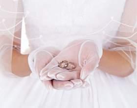 Как носить атласные перчатки с кольцами фото