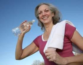 Как нужно пить воду во время тренировки фото