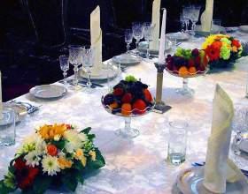 Как оформить цветами праздничный стол фото