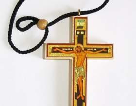 Как освятить крестик в церкви фото