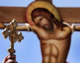 Как освятить в церкви нательный крест фото