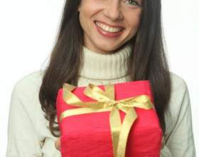 Как подарить девушке подарок фото