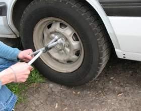 Как поменять автомобильное колесо? фото