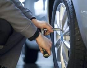 Как поменять колесо, если рядом нет шиномонтажа фото