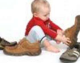 Когда научить ребенка одеваться без помощи родителей фото