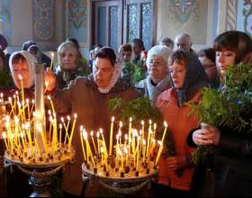 Как правильно ставить свечи в православном храме фото