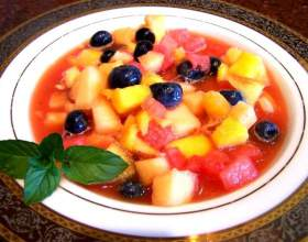 Как приготовить фруктово-ягодный суп с шоколадным соусом фото