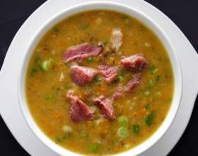 Как приготовить гороховый суп с копченостями фото