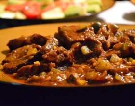Как приготовить говядину с солеными огурцами фото