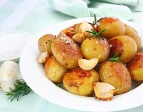 Как приготовить круглую картошку со сметаной и зеленью фото