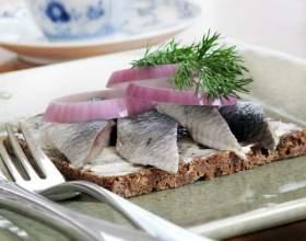 Как приготовить острые бутерброды с сельдью, зеленью и сыром фото