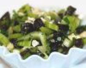 Как приготовить салат с черносливом и сельдереем фото