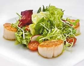 Как приготовить салат с морским гребешком фото