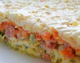 Как приготовить слоеный салат с грибами фото
