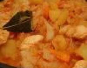 Как приготовить тушеную капусту с картофелем и мясом фото