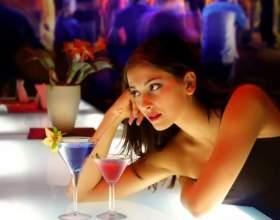 Как привлечь внимание мужчины в баре фото