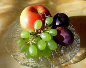 Как сделать компот из яблок, слив и винограда фото