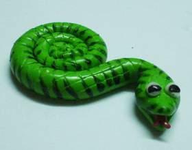 Как сделать змейку-магнит из полимерной глины фото