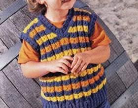 Как связать простой жилет на ребенка фото