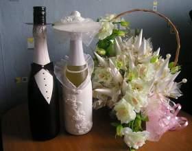 Как украшать свадебные бутылки фото