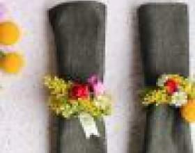 Как украсить салфетки живыми цветами на праздник фото