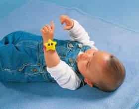 Как выбрать игрушки для новорожденного фото