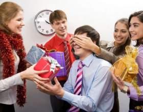 Как выбрать подарок коллеге фото