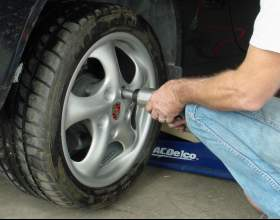 Как заменить колесо фото
