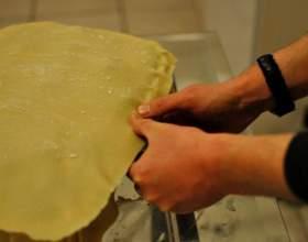 Как защипать края у пирога фото