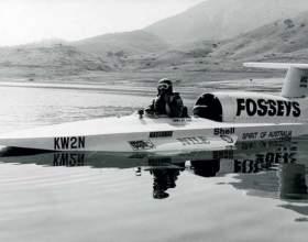 Какая самая быстрая лодка в мире фото